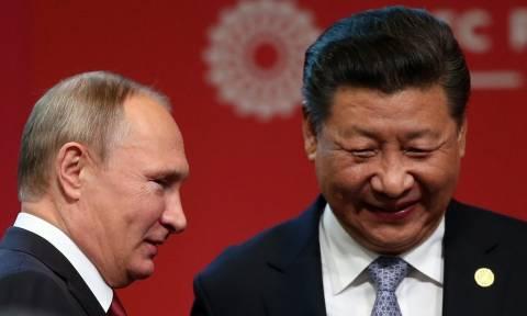 Ο Πούτιν κλείνει το «deal του αιώνα» με την Κίνα: Τι αλλάζει στην παγκόσμια οικονομία