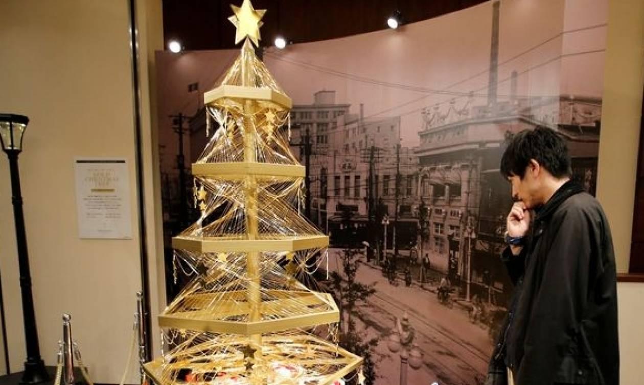 Αυτό είναι το πιο ακριβό χριστουγεννιάτικο δένδρο στον κόσμο! (photos&video)