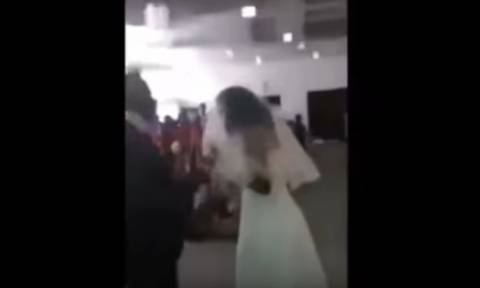 Πανικός: Ερωμένη εισέβαλε στο γάμο του καλού της φορώντας... νυφικό! (video)