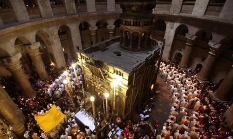 Ανεξήγητα φαινόμενα στον Πανάγιο Τάφο - Τι αναδίδεται από το εσωτερικό