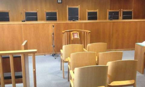 Ηράκλειο: Άγριο ξύλο σε δικαστήριο για υπόθεση βιασμού