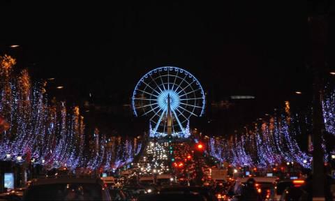 Χριστούγεννα 2016: Το Παρίσι φόρεσε τα γιορτινά του! (vid)