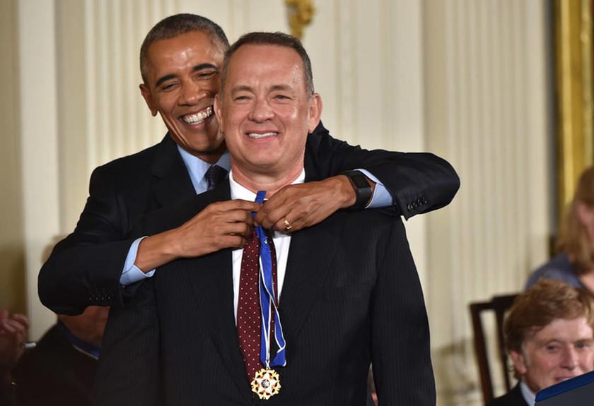Βραδιά γεμάτη συγκίνηση, χαμόγελα και αστέρες στο Λευκό Οίκο – Σόου Ομπάμα με τους σταρς (vids+pics)