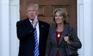 ΗΠΑ: Ο Ντόναλντ Τραμπ διόρισε μια υπέρμαχο του «ελεύθερου σχολείου» στο υπουργείο Παιδείας