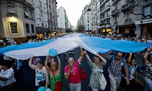 Αργεντινή: «Παγώνουν» τις απολύσεις οι επιχειρηματίες μέχρι τον Μάρτιο