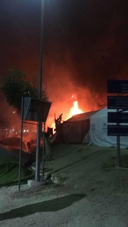 Νύχτα χάους στη Μυτιλήνη: Δύο νεκροί και αρκετοί τραυματίες από έκρηξη φιάλης υγραερίου στη Μόρια