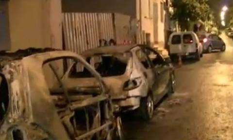 Κόλαση τα ξημερώματα στα Πετράλωνα – Επτά αυτοκίνητα τυλίχθηκαν στις φλόγες