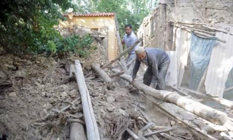 Τουλάχιστον ένας νεκρός από την ισχυρή σεισμική δόνηση στο Τατζικιστάν (vid)
