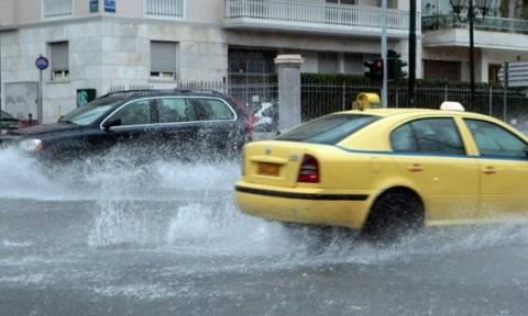 Κακοκαιρία: «Πνίγηκε» η Αττική - Προβλήματα από την ισχυρή βροχόπτωση (vids)