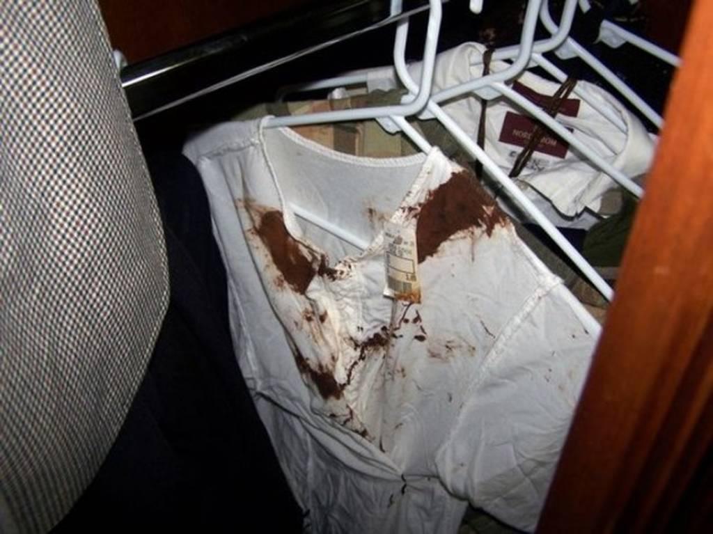 Φωτογραφίες-Σοκ από το δωμάτιο του Τζάκσον: Ναρκωτικά, ένα ματωμένο πουκάμισο και ένα «βωμός» μωρών