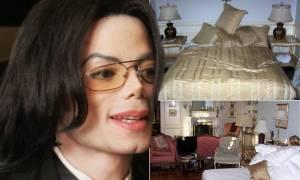 Φωτογραφίες-Σοκ από το δωμάτιο του Τζάκσον: Ναρκωτικά, ένα ματωμένο πουκάμισο και ένας «βωμός» μωρών
