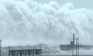 Viral video: Τρόμος και δέος - Τα μεγαλύτερα κύματα που κινηματογραφήθηκαν ποτέ;