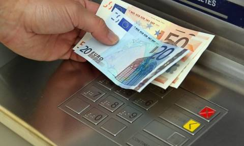 «Βόμβα» στις τσέπες μας: «Χαράτσι» σε όσους σηκώνουν χρήματα από ATM