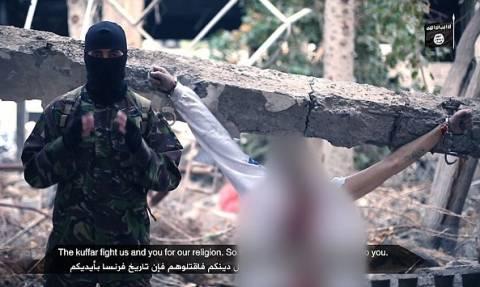 Νέο βίντεο σοκ από το ΙΚ: Εκτελεστής δίνει οδηγίες για να σφάζουν τους άπιστους