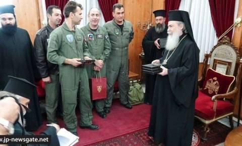 Ο Πατριάρχης Ιεροσολύμων συνεχάρη 40 Έλληνες αεροπόρους που έσβησαν τη φωτιά στη Χάιφα (video)
