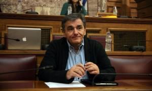 Ο Τσακαλώτος κρούει τον κώδωνα του κινδύνου - Ιδιαίτερα κρίσιμο το Eurogroup του Δεκεμβρίου