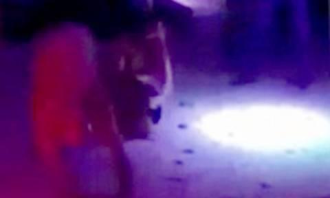 Ακατάλληλα βίντεο: Του κατέβασε το παντελόνι και του έκανε στοματικό στη μέση της πίστας!