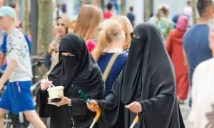 Ολλανδία: Απαγορεύεται η μπούρκα σε δημόσιους χώρους