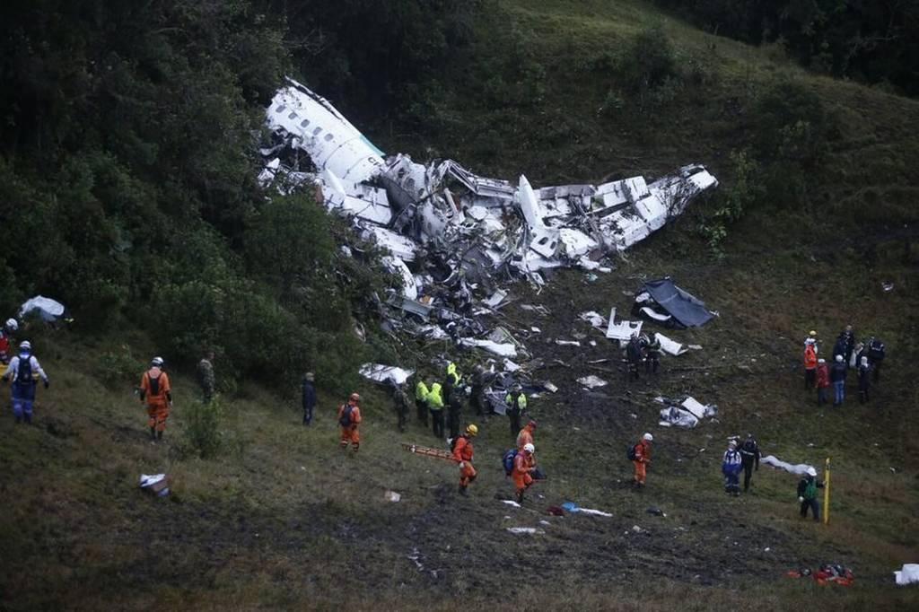 Συγκλονίζει το αεροπορικό δυστύχημα στην Κολομβία: Θρήνος για τους 71 νεκρούς (pics+vids)