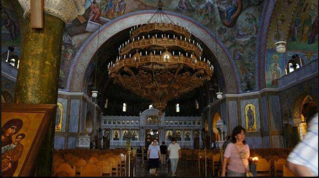 Ο μεγαλύτερος ναός της Ελλάδας από ψηλά (vid+pics)