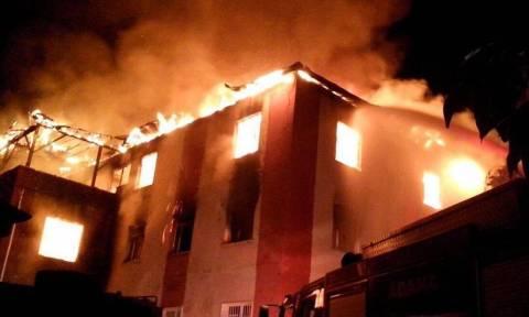 Ανατριχιαστική τραγωδία: 11 μικρές μαθήτριες νεκρές σε πυρκαγιά σε κοιτώνα – Τις είχαν κλειδώσει