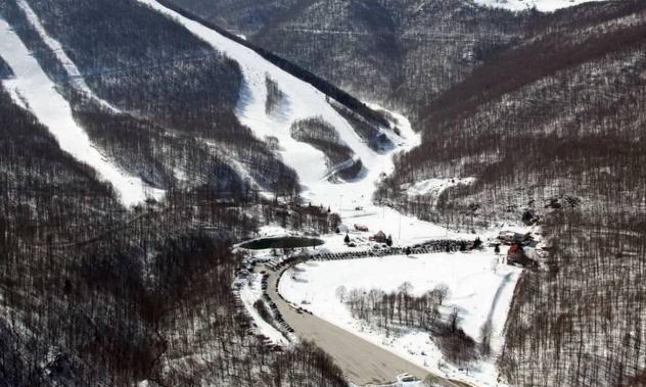 Καιρός για παιχνίδια με το χιόνι – Το «έστρωσε» στα χιονοδρομικά – Δείτε LIVE εικόνα