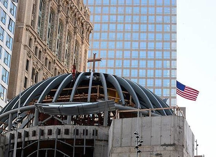 Nεα Υόρκη: Τοποθετήθηκε ο σταυρός στον Άγιο Νικόλαο στο Ground Zero (photo)