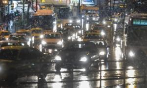 Χιονόνερο στην Αθήνα – Κυκλοφοριακό χάος στους δρόμους
