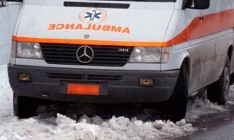 Κακοκαιρία - Λάρισα: Aκινητοποιήθηκε ασθενοφόρο εξαιτίας του χιονιά