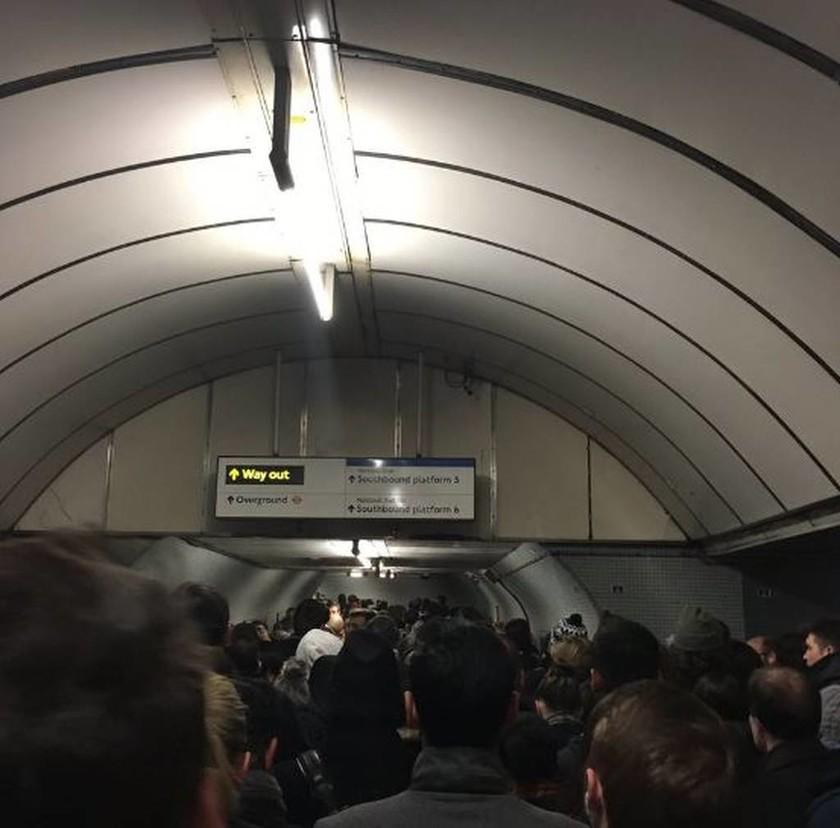 Εκκενώθηκαν τέσσερις σταθμοί μετρό του Λονδίνου (pics+vid)