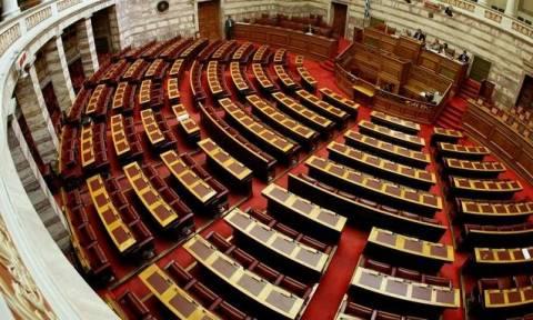 Καβγάς στη Βουλή για το ταξίδι Τσίπρα στην Κούβα
