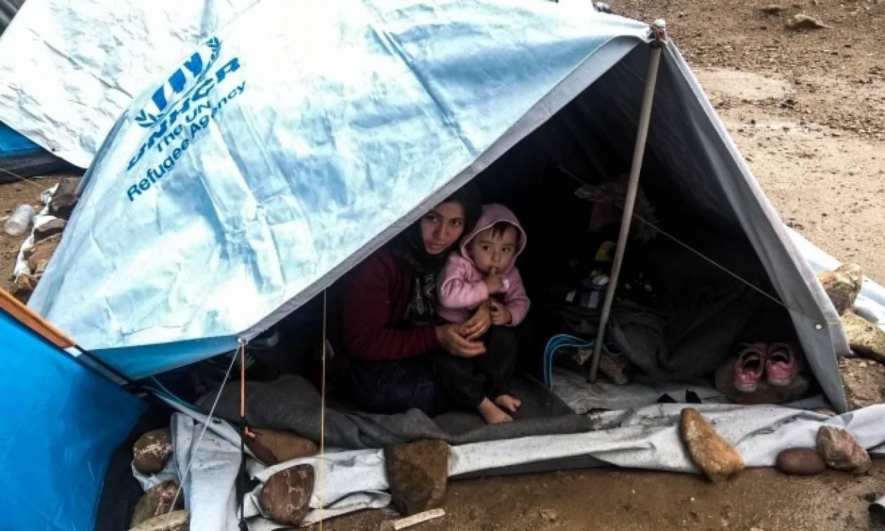 Δύσκολη βραδιά εξαιτίας της κακοκαιρίας για τους πρόσφυγες στη Χίο