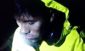 Δραματικό βίντεο: Επιζών της αεροπορικής τραγωδίας στην Κολομβία ψάχνει τους νεκρούς στα συντρίμμια