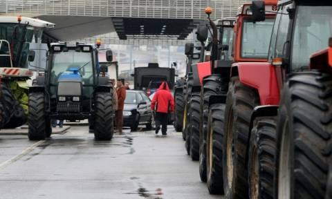 Στους δρόμους τα τρακτέρ: Σε αποκλεισμό του τελωνείου των Ευζώνων προχωρούν οι αγρότες