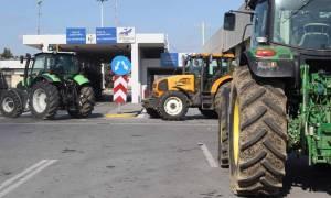Στους δρόμους τα τρακτέρ: Απέκλεισαν το τελωνείο των Ευζώνων οι αγρότες