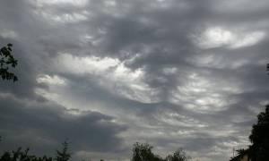 Καιρός: Συννεφιασμένη… Κυριακή με βροχές και καταιγίδες - Αναλυτική πρόγνωση