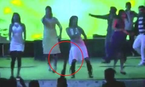 Τραγωδία σε γάμο: Καλεσμένος πυροβόλησε και σκότωσε έγκυο χορεύτρια! (vid)
