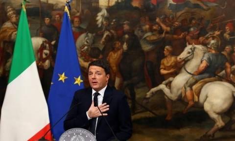 Ιταλία: Ο Ρέντσι «παγώνει» την παραίτησή του μέχρι την ψήφιση του προϋπολογισμού