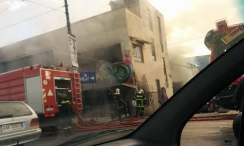 Φωτιά σε βιοτεχνία στην Πέτρου Ράλλη (photo)