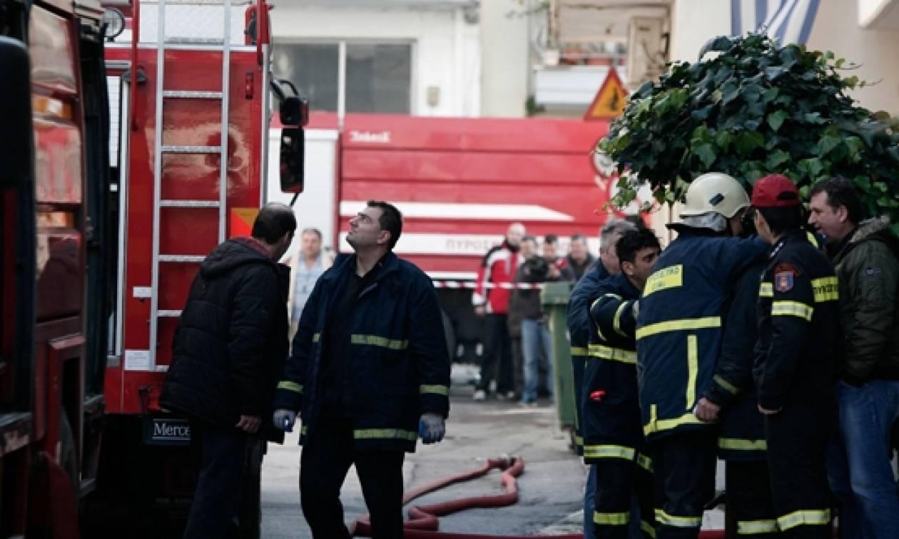 Φωτιά σε διαμέρισμα στου Ζωγράφου - Ανασύρθηκε άτομο χωρίς τις αισθήσεις του