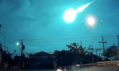 Τρομακτική έκρηξη: Μετεωρίτης έκανε τη νύχτα μέρα - Συγκλονιστικό βίντεο!