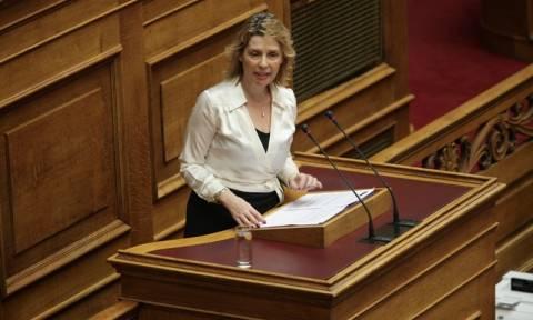 Χαμός στη Βουλή: Καβγάς Παπακώστα - Σταθάκη με σκληρούς χαρακτηρισμούς (vid)