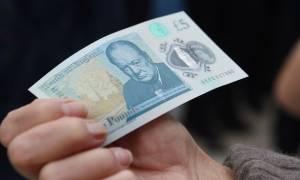 «Πυρετός» στη Βρετανία για τα πεντόλιρα - Γιατί 4 από αυτά αξίζουν 50.000 λίρες;