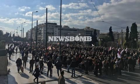 Απεργία ΓΣΕΕ - ΑΔΕΔΥ LIVE: Χιλιάδες κόσμου διαδήλωσαν κατά της κυβέρνησης ΣΥΡΙΖΑ - ΑΝΕΛ