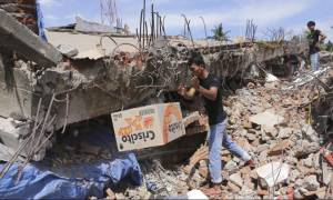 Τραγωδία στην Ινδονησία: Τουλάχιστον 100 οι νεκροί από το σεισμό των 6,5 Ρίχτερ (pics)