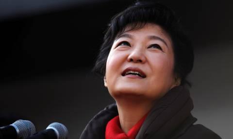 Σκάνδαλο διαφθοράς στη Νότια Κορέα: Το κοινοβούλιο έτοιμο να καθαιρέσει την Πρόεδρο της χώρας (Vid)