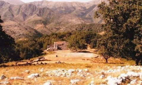 Νέα πρόκληση στη Χειμάρρα: Αποκαθήλωσαν το σταυρό στη Μονή του Σκουταρά