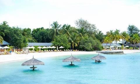 Το καλύτερο αφεντικό στον κόσμο: Πήγε τους υπαλλήλους του διακοπές στις Μαλδίβες! (pics+vid)