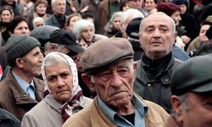 Κυβέρνηση κοροϊδίας: Δίνει «ψίχουλα» στους συνταξιούχους, ενώ τους έχει πάρει τα πενταπλάσια!