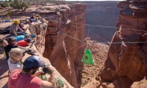 Κάμπινγκ ακατάλληλο για... υψοφοβικούς: Η σκηνή αιωρείται στα 120 μέτρα! (pics)